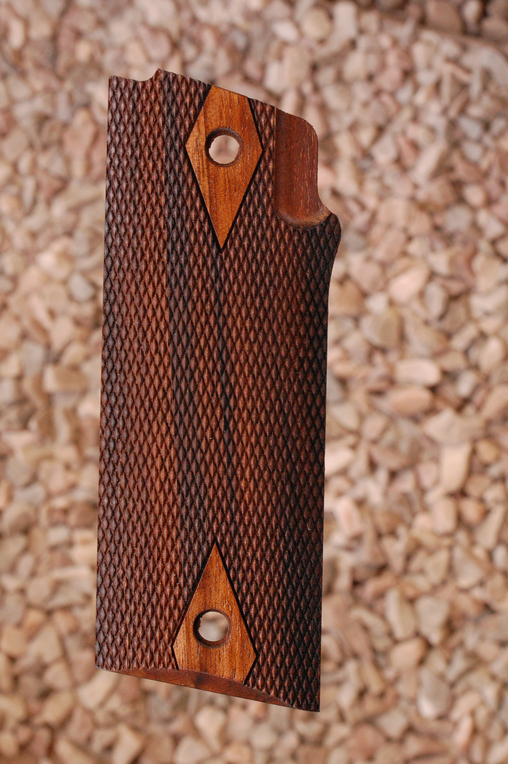 COONAN B grips (checkered) - full size