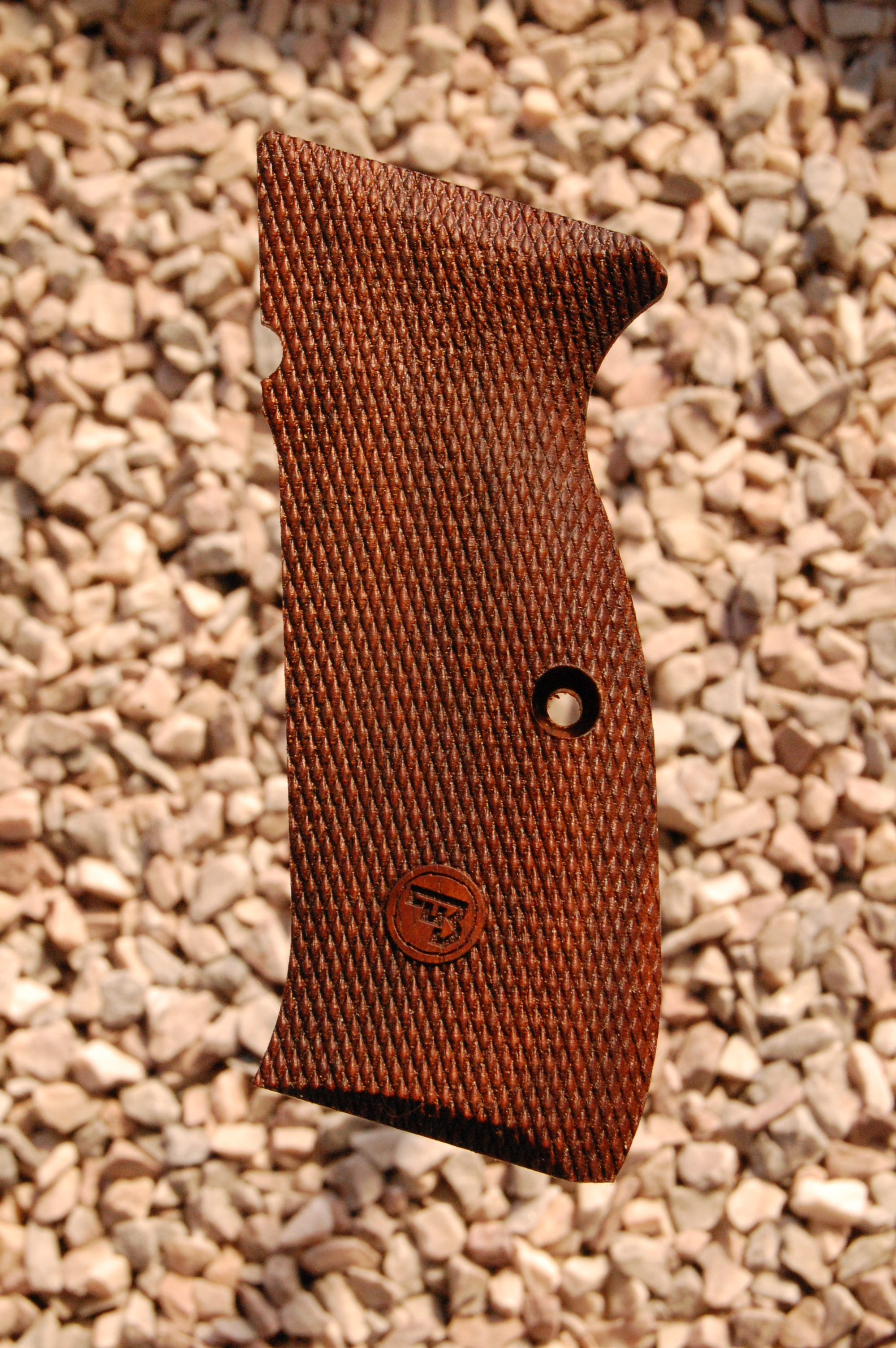 CZ 75 type 5 grips (fully checkered+logo) - full size