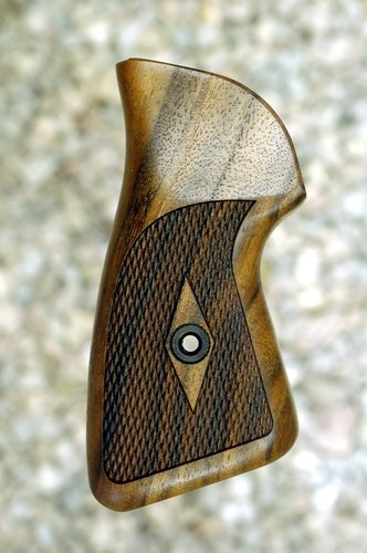 RUGER SP 101 grips (checkered)