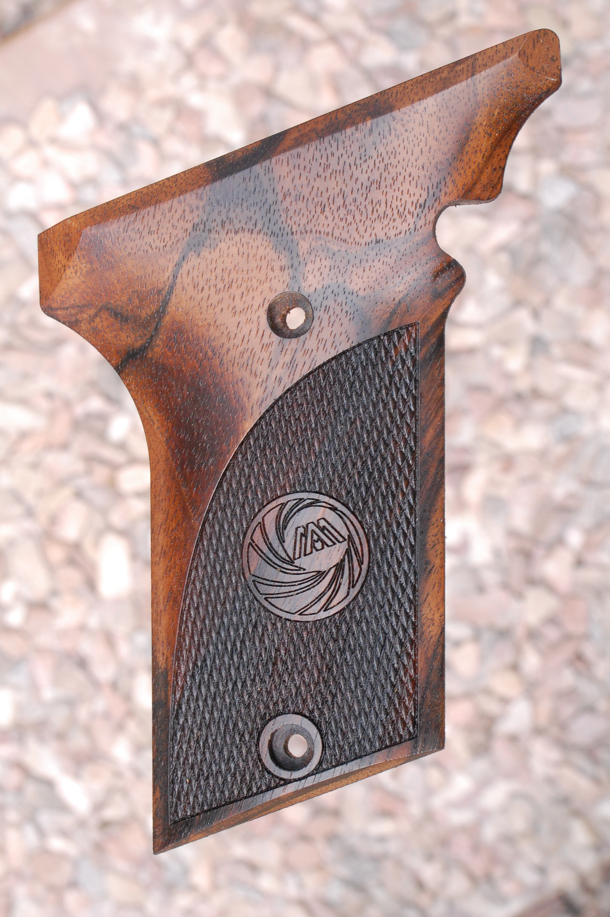 AMT III grips (checkered/AM) - full size